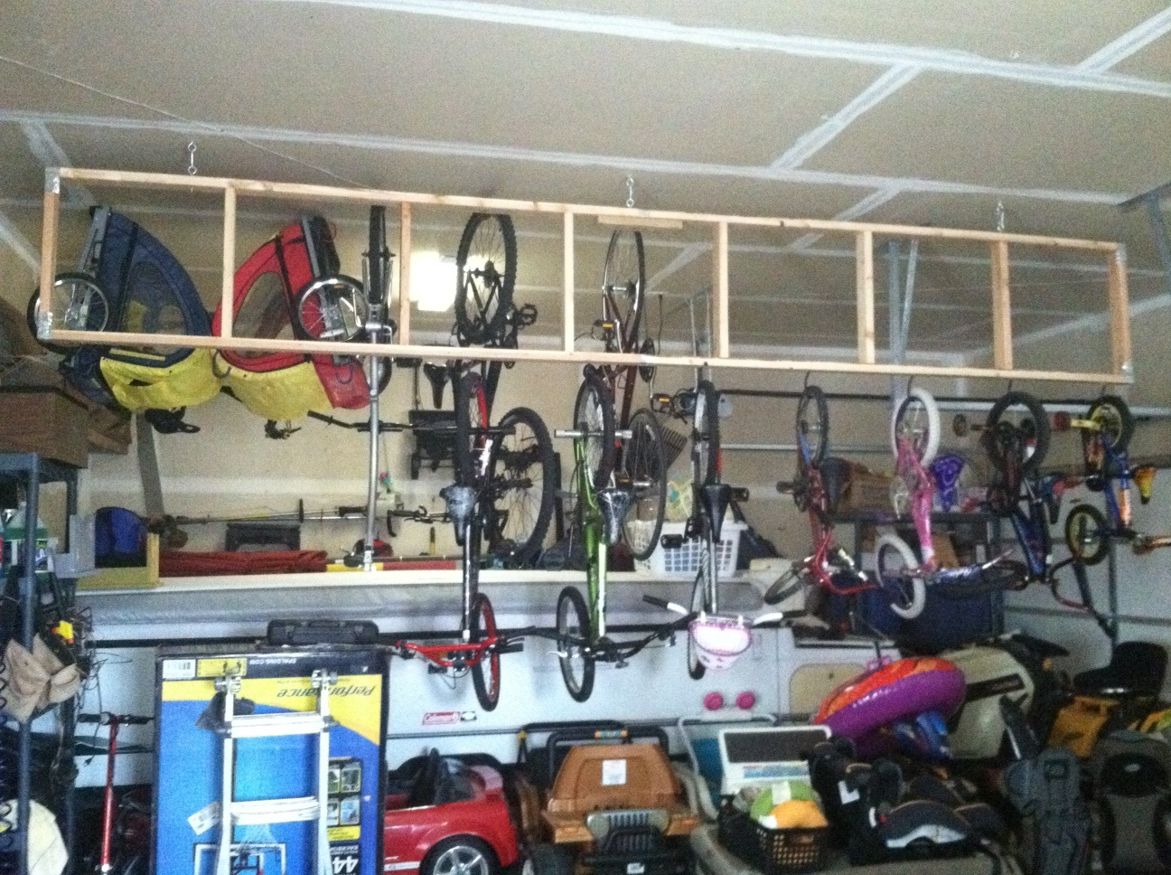 Exceptionnel With A Large Family Garage Storage 1